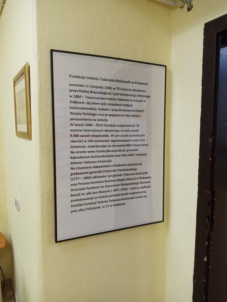 Zdjęcie przedstawia tablicę z informacją na temat Fundacji imienia Tadeusza Kościuszki